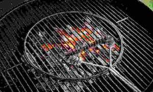 A Quick Way to Clean Charcoal Grill